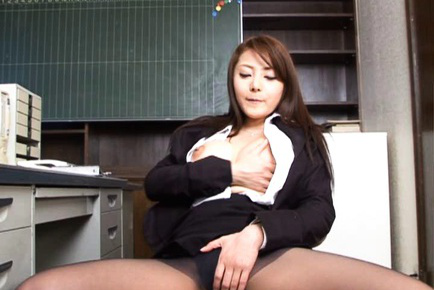 Mei Sawai Asian gets double pleasure in tits and in vagina