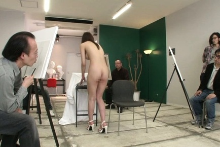Rei aimi. Rei Aimi Asian on heels is completely naked in front of painters